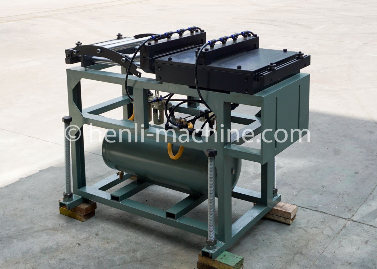 air feeder with gas tank