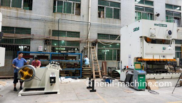 Straightening And Feeding Machine For Servo Punch Press